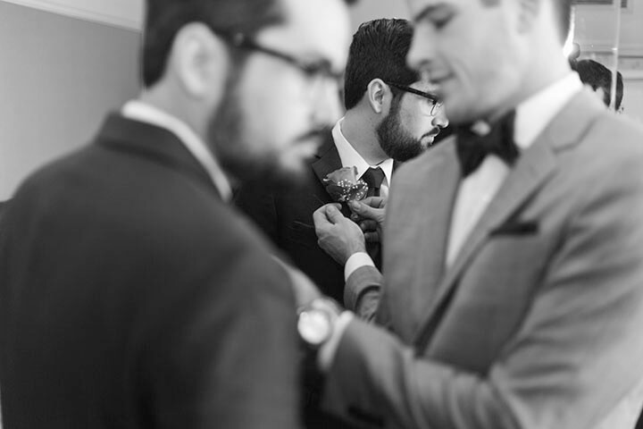 groomsment-article-black-and-white